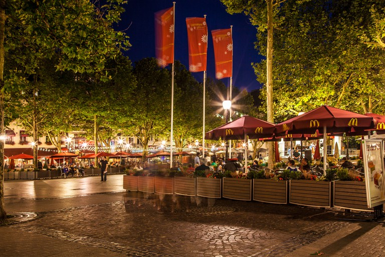 Outdoor bars and restaurants around the Place d'Armes