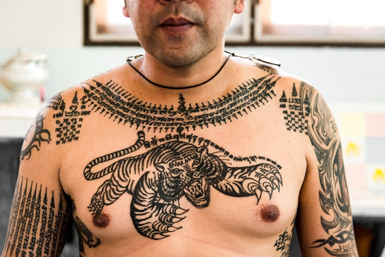 Traditional-Tattooing-Hawaii-Thailand
