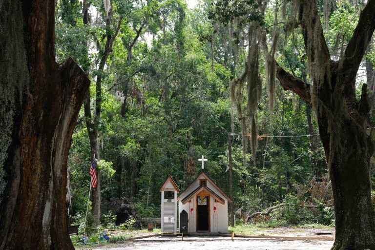 smallest church in america,christ's chapel in memory park,non-denominational,McIntosh County,US Highway 17,tourist attraction,Georgia Coast Scenic Byw
