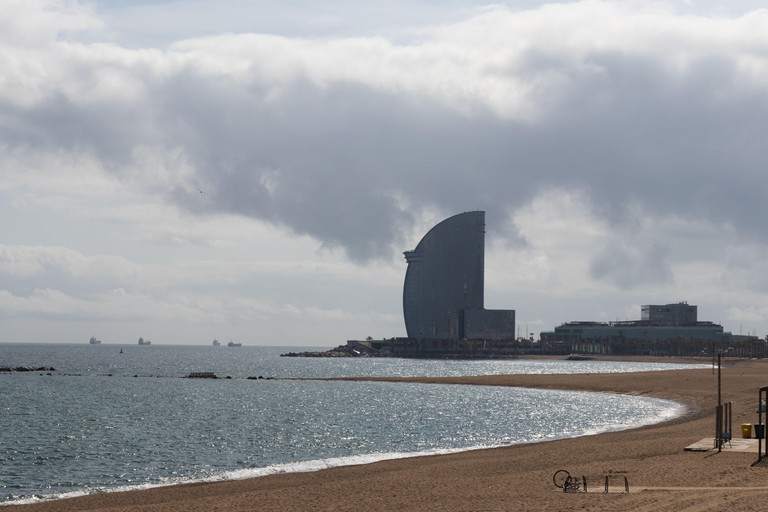 Barcelona, Spain. 15th March, 2020. Empty beach of Barcelona after Spanish government decided to confine the whole country to reduce coronavirus infections Credit: Dino Geromella/Alamy Live News