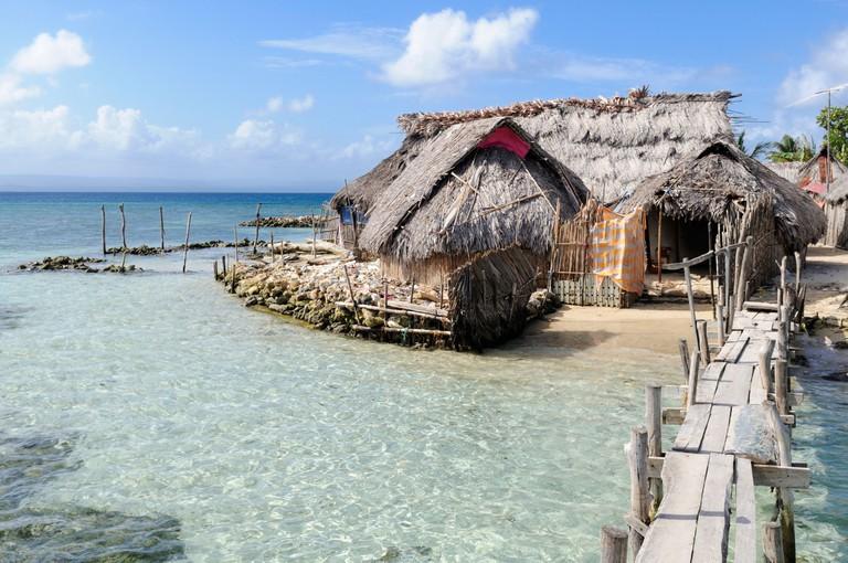 Huts on the beach, village of the Kuna people, Nalunega, San Blas Islands, Panama, Caribbean