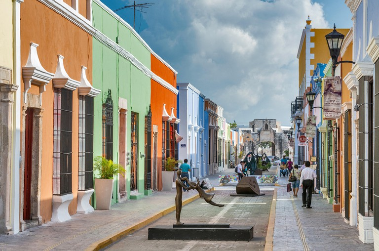 Colonial Spanish houses, sculpture by artist Almanzor, street art display at Calle 59 pedestrian area in Campeche, Mexico