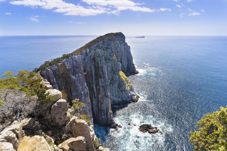 Towards Hippolyte Rocks