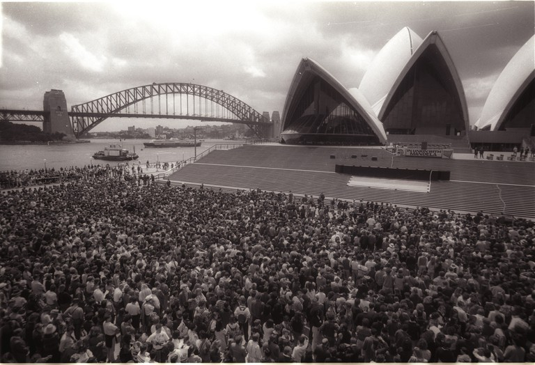 Nelson Mandela addresses crowds at the Sydney Opera House, 1990