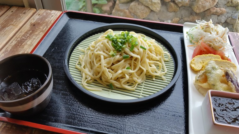 Udon noodles with salad and vegetables