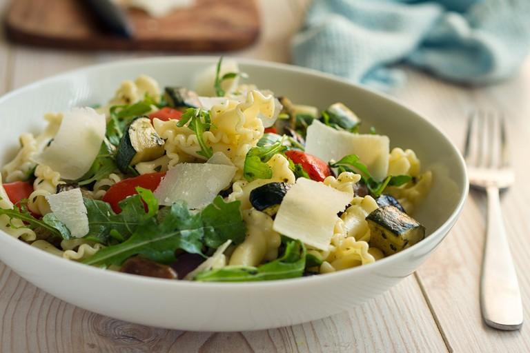 Healthy roasted vegetable pasta salad