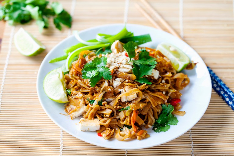 Vegetarian pad thai with tofu