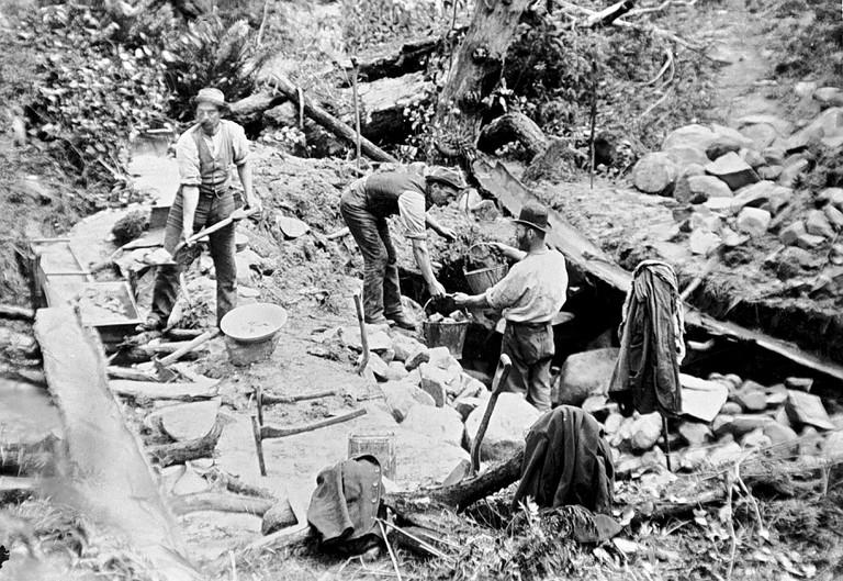 Tarnagulla, Victoria, circa 1880, Miners using a sluice