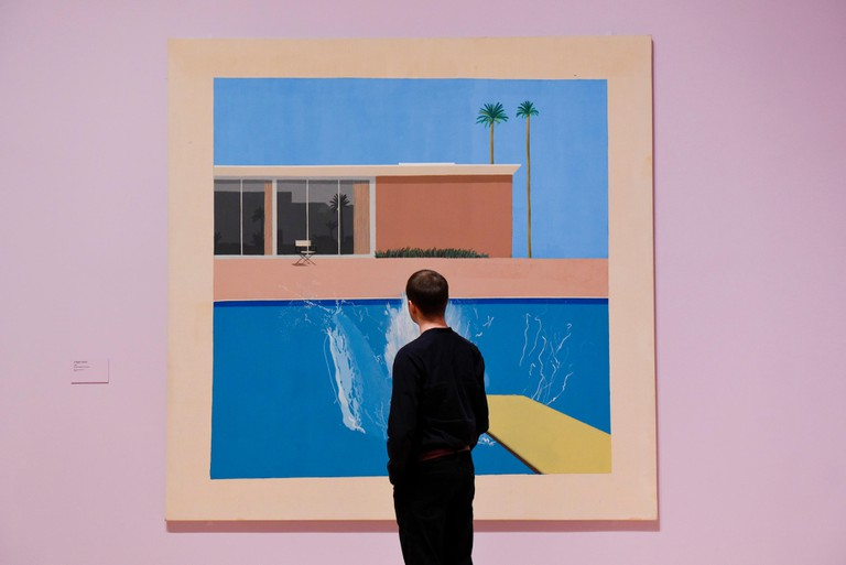 "London, UK.  6 February 2017. A staff member views ""A Bigger Splash"" at the preview of the world's most extensive retrospective of the work of David Hockney at the Tate Britain, which will be on display 9 February to 29 May 2017. © Stephen Chung / Alamy L"
