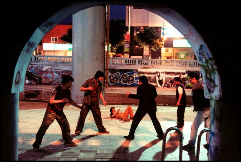 Prod DB A© Show East / DROLD BOY (OLDBOY) de Park Chan-wook 2003 CORcombat, bagarre, rue