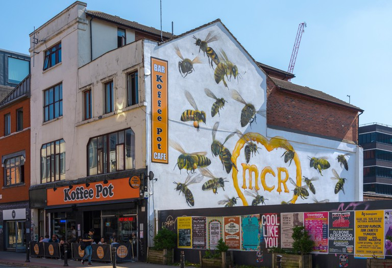 The Koffee Pot cafe with a bee wall painting by Qubek (Russell Meeham), Oldham Street, Northern Quarter, Manchester, England, UK