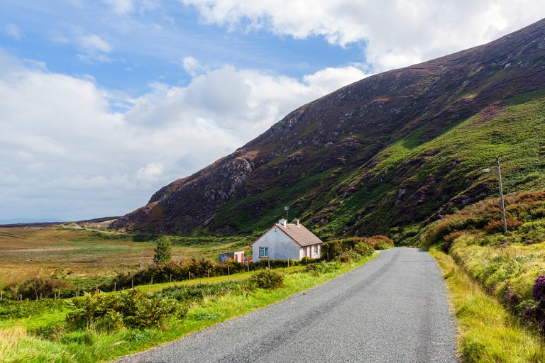 Cottage on the R257, the Wild Atlantic Way, north of Derrybeg, Gweedore, County Donegal, Republic of Ireland