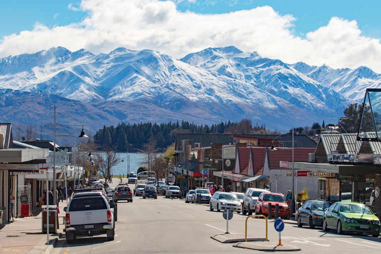 WANAKA TOWN NEW ZEALAND-SEPTEMBER 5 : wanaka  is a popular ski and summer resort town and traveling destination in the Otago region of the South Islan