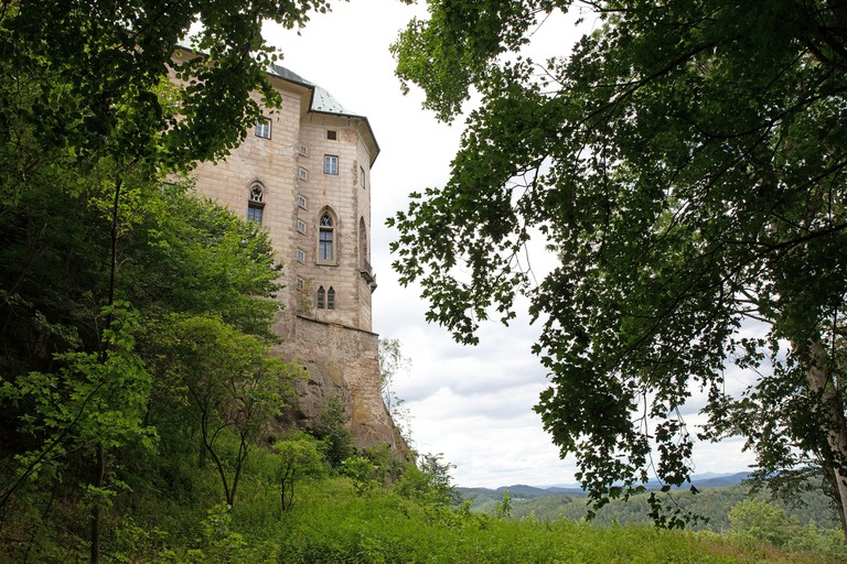 Houska Castle is an early Gothic castle. It is one of the best preserved castles of the period. Notable features include a predominantly gothic chapel