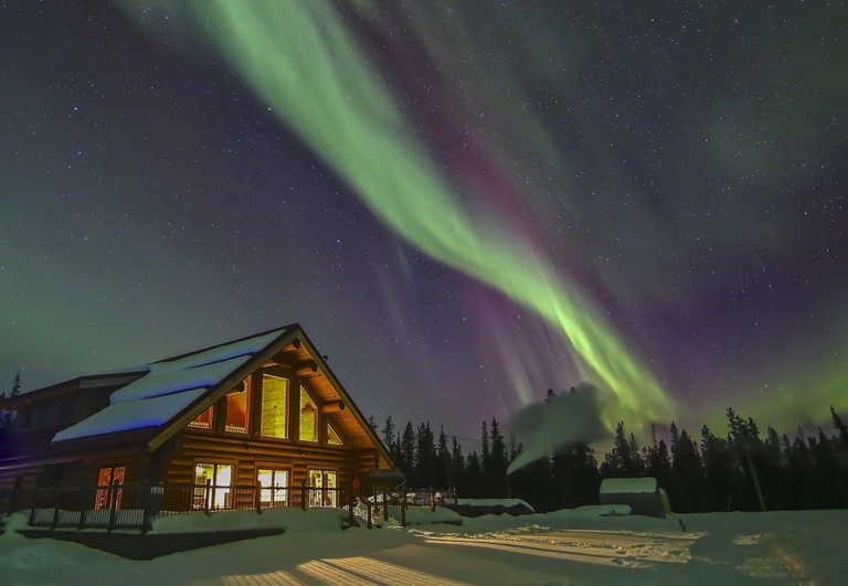 Fully embrace your trip to the Yukon by staying in a cozy log cabin, there are plenty to choose from