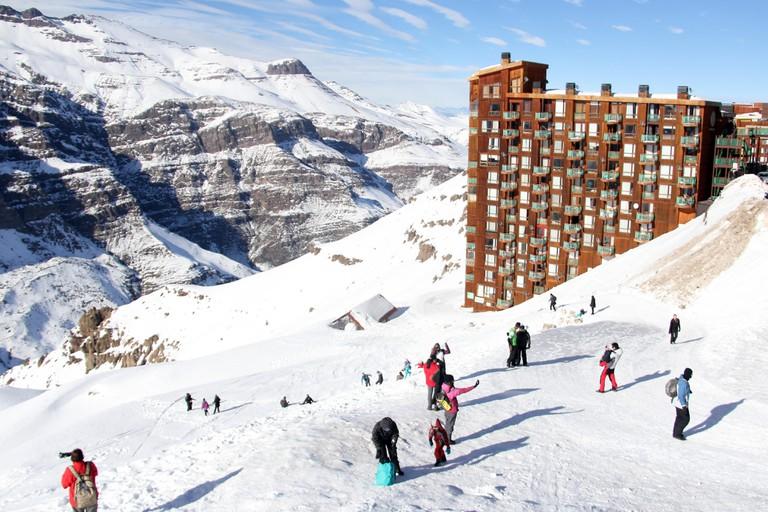Turistas aproveitam o inverno no Valle Nevado, complexo turistico de esqui situado na Cordilheira dos Andes na regiao metropolitana de Santiago.
