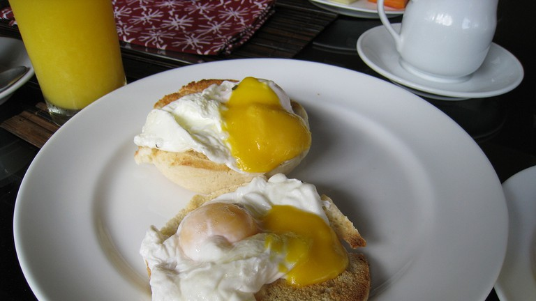 Egg Benedict with Muffin