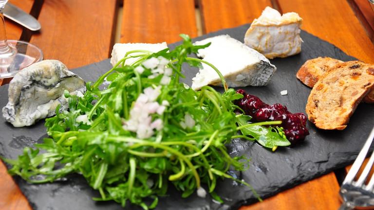 Degustation de fromages at Le Petit Zinc