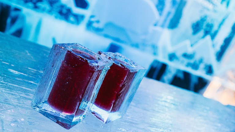 Glasses of ice