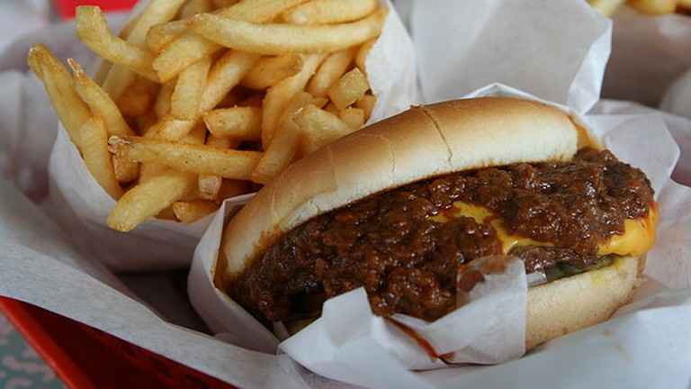 Chili cheese burger   © WikiCommons