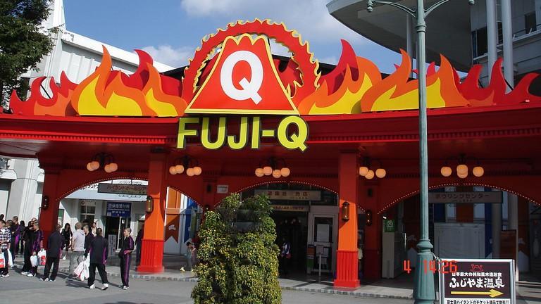 Main Gate of Fujikyu Highland Amusement park   © Nayvik/WikiCommons