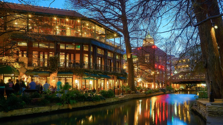 San Antonio Riverwalk © Pedro Szeckly/Flickr