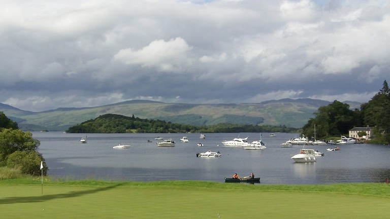 17th Green Of Loch Lomond Golf Course   © John Fielding/Geograph