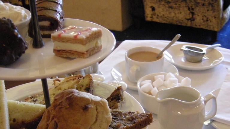 Afternoon tea at The Gresham Hotel | © Irish Fireside/Flickr