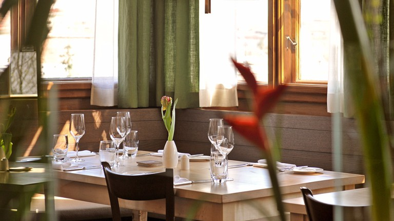 The sophisticated dining room at Pfarrwirt | © Pfarrwirt
