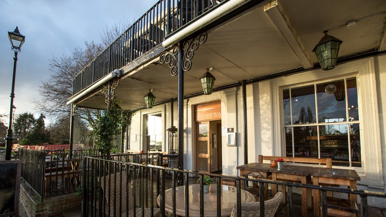 The outside terrace at The Old Ship