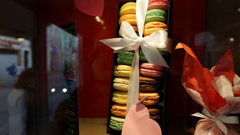The patisserie Jean-Luc Pelé in Cannes is well known for its macarons in fancy packaging | © Daniel70mi Falciola / Flickr