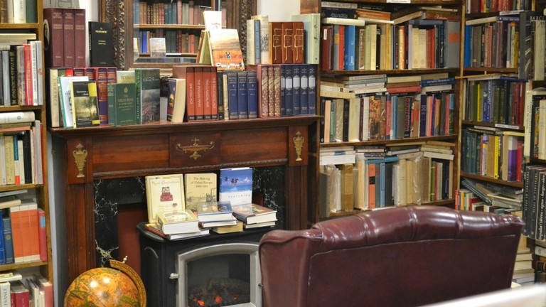 Commonwealth Books