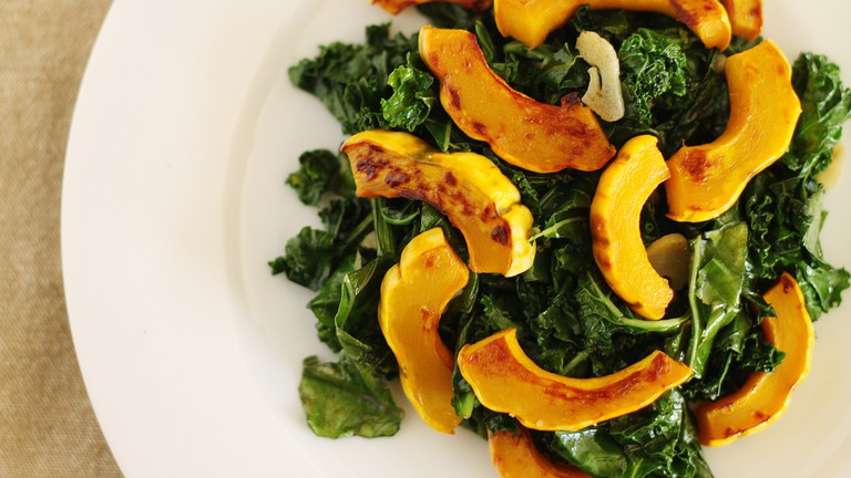 Salad with squash and kale