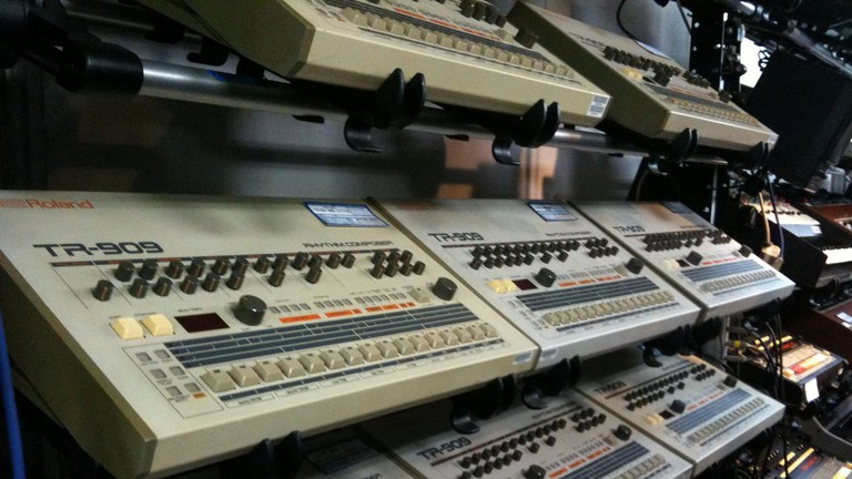 Synthesizers at Five G Music Technology