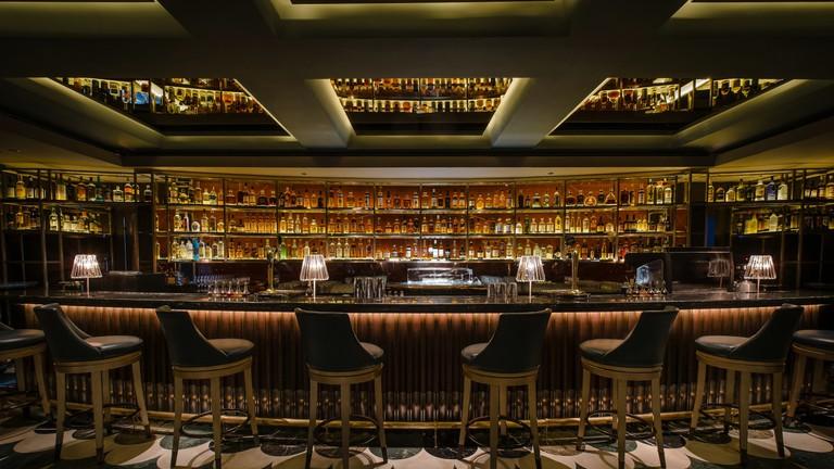 © Manhattan at Regent Singapore