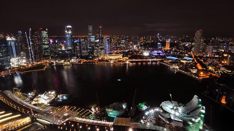 https://commons.wikimedia.org/wiki/File:1_marina_bay_sands_skypark_night_view_CBD_skyline.jpg