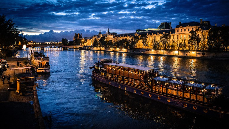 A boat on the Seine │© liudanao1991 / Pixabay