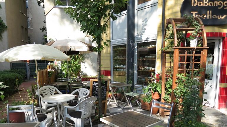 The cute outdoor courtyard at DaBangg Teehaus