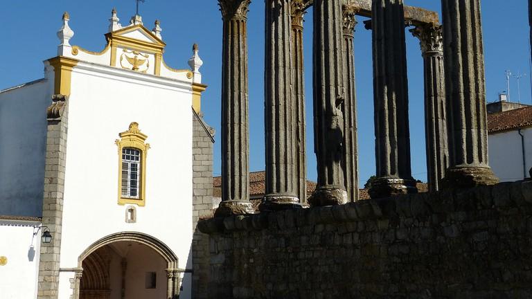 Évora's Temple and Chapel