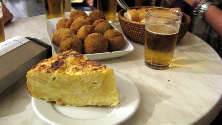 tortilla, bombas and beer | ©Eduardo / Wikimedia Commons
