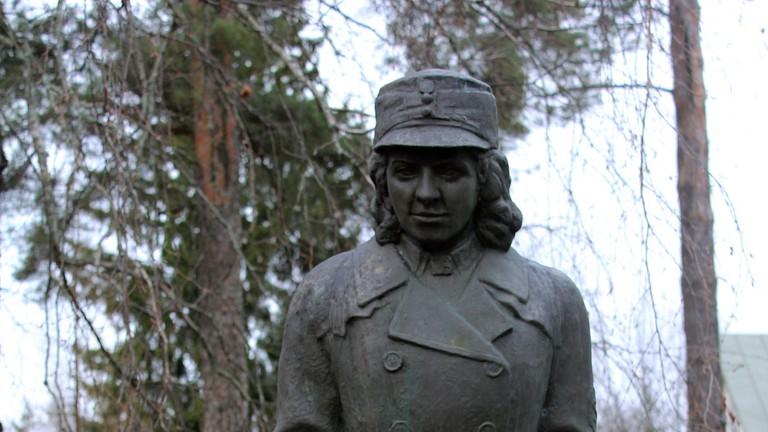 Statue at the Lotta Svärd Museum