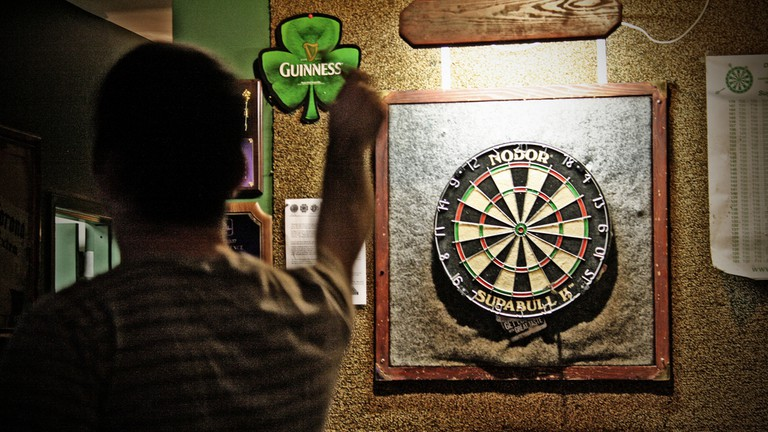Playing Darts | © thelittleone417/Flickr