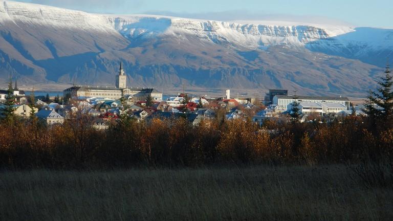 Reykjavik and Mount Esja | © Glenn Harper/Flickr