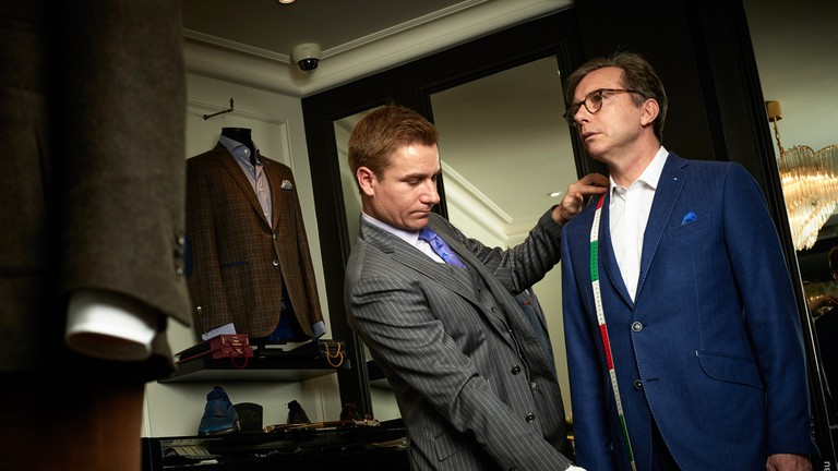 Fitting at L'Atelier Hoche │ Courtesy of L'Atelier Hoche