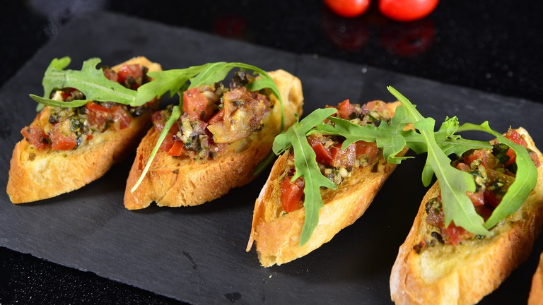 vegetarian pintxos | Vegetarian pintxo with red pepper & asparagus | Pixabay