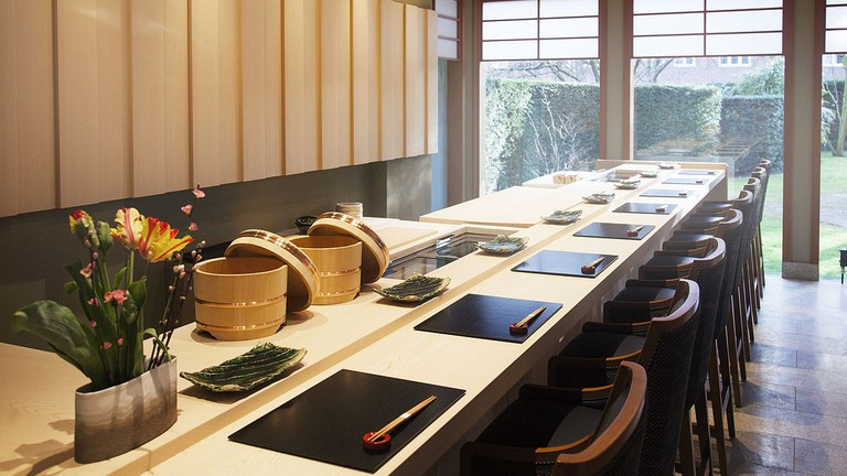 1200px-Yamazato_Restaurant_-_Sushi_counter