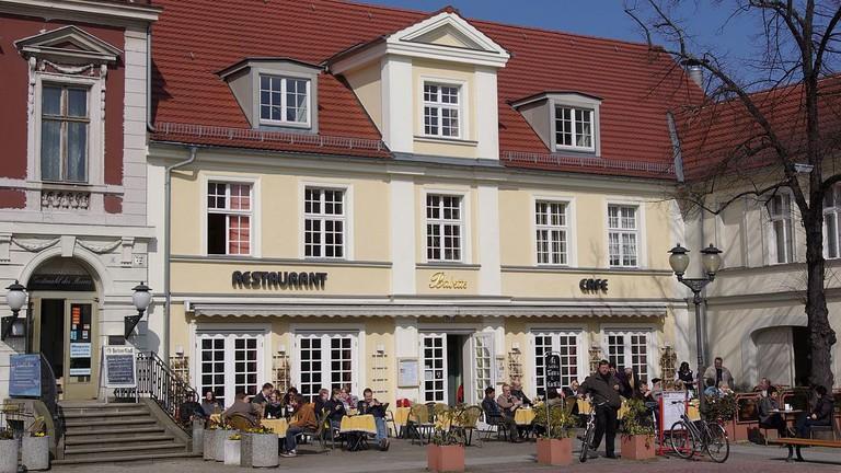 1200px-Brandenburger_Straße_71_Potsdam