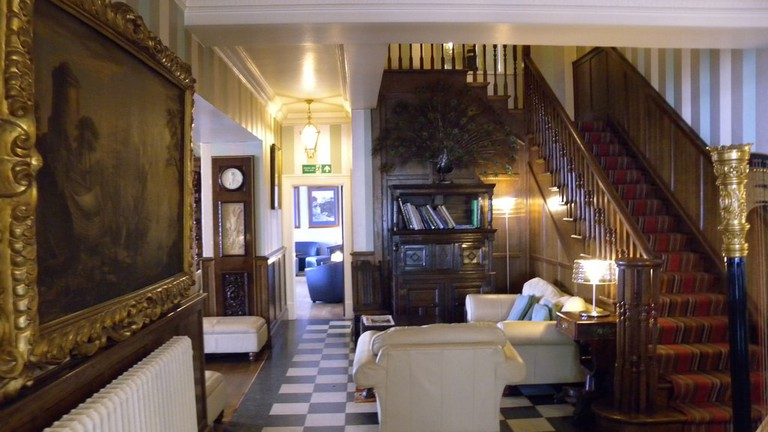Hotel Lobby | © Steve Parker / Flickr