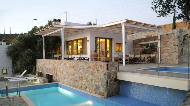 792ee-Main-Building-with-Adult-s-Swimming-Pool