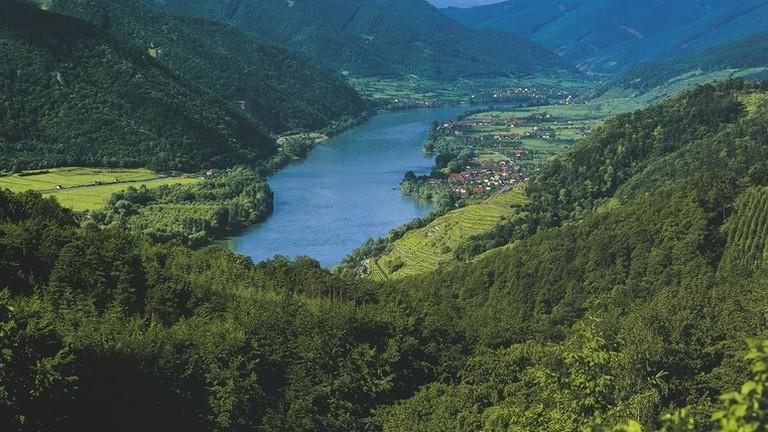 lowres_00000019746-wachau-valley-near-weissenkirchen-oesterreich-werbung-Hahn F. - Edited